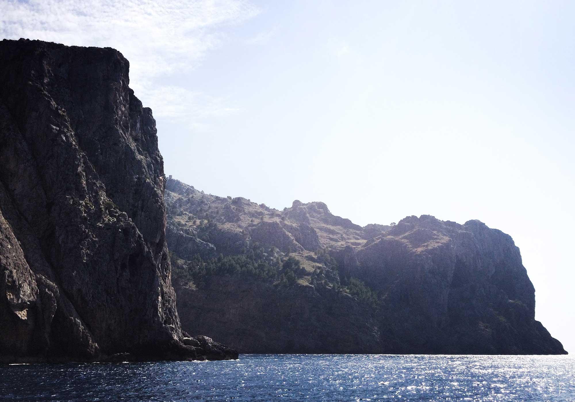 TDP-64-cliffs-on-ferry-ride-to-soller-torrent-de-pareis-mallorca-day-hike.jpg