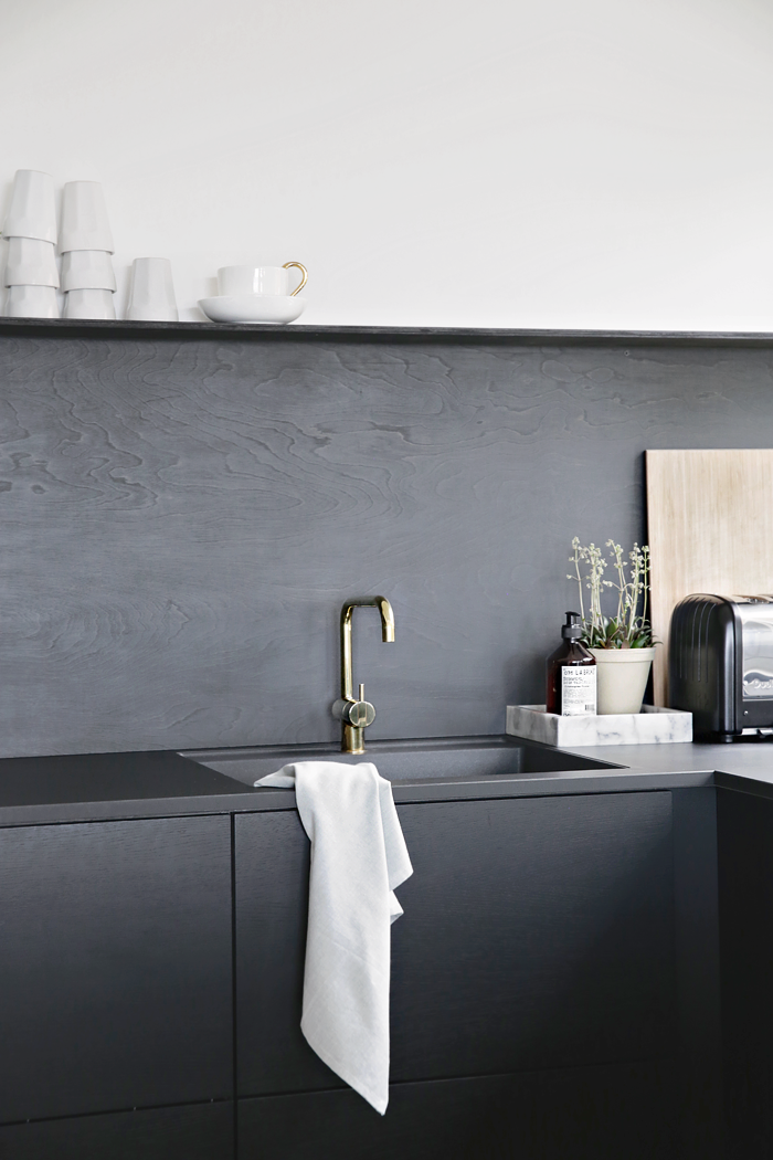 Nina-Holst-Stylizimo-kitchen-DIY-black-backsplash-Remodelista-2.png