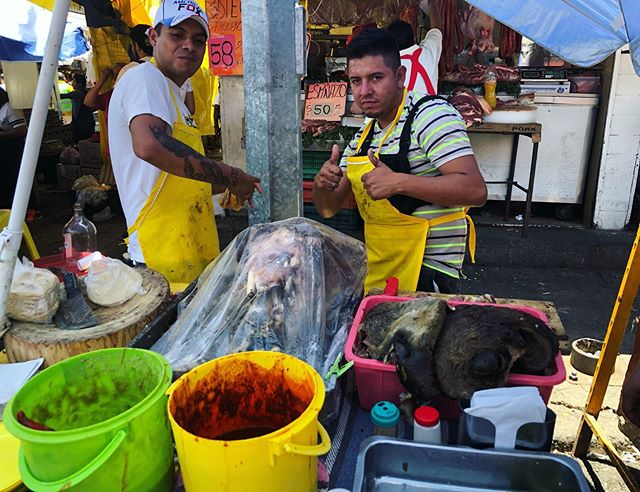 Shoutout to these dudes who make tacos de cabeza (beef head), where you can choose what cut (tongue, eye, cheek, brain, etc) of the head you'd like. I got tongue 🐖🤟👅👅👅