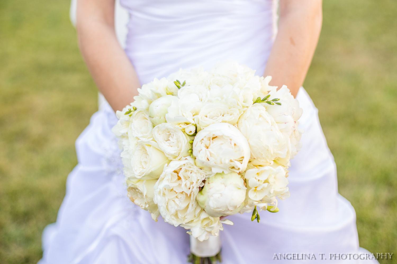 sacramento-wedding-photographer-24-brides-bouquet.jpg
