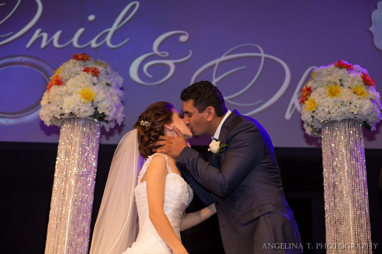 sacramento-wedding-photographer-32-ceremony-kiss.jpg