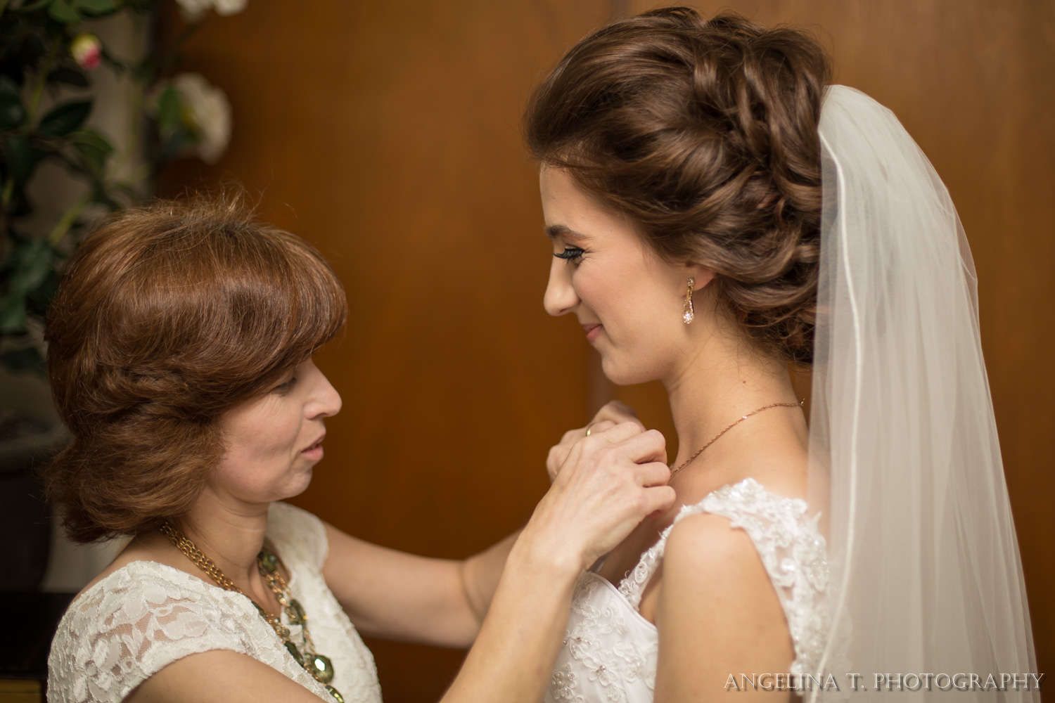 sacramento wedding photographer bride and mother putting on a necklace
