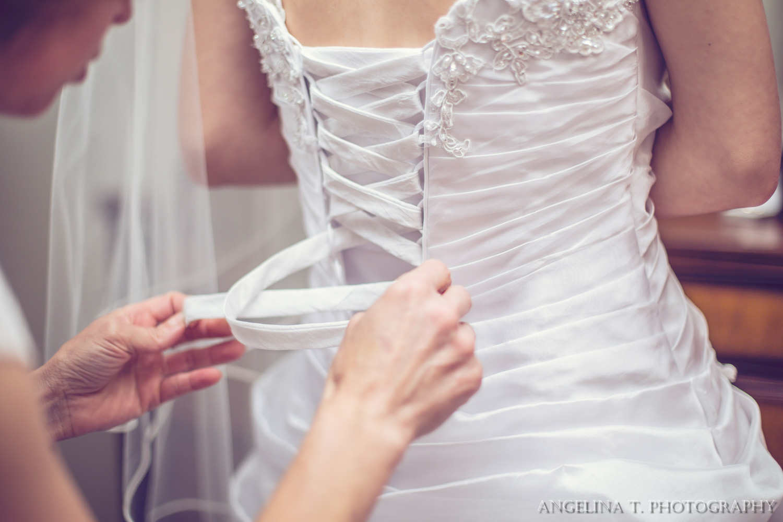 sacramento wedding photograper lacing up a wedding dress