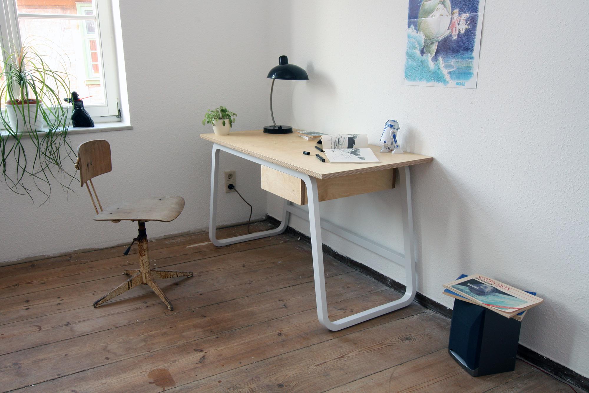 Desk 2 rossnagel.jpg