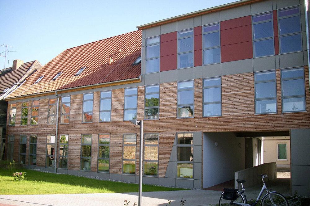tischlerei-rossnagel-velfac-Fassade-Hof.jpg