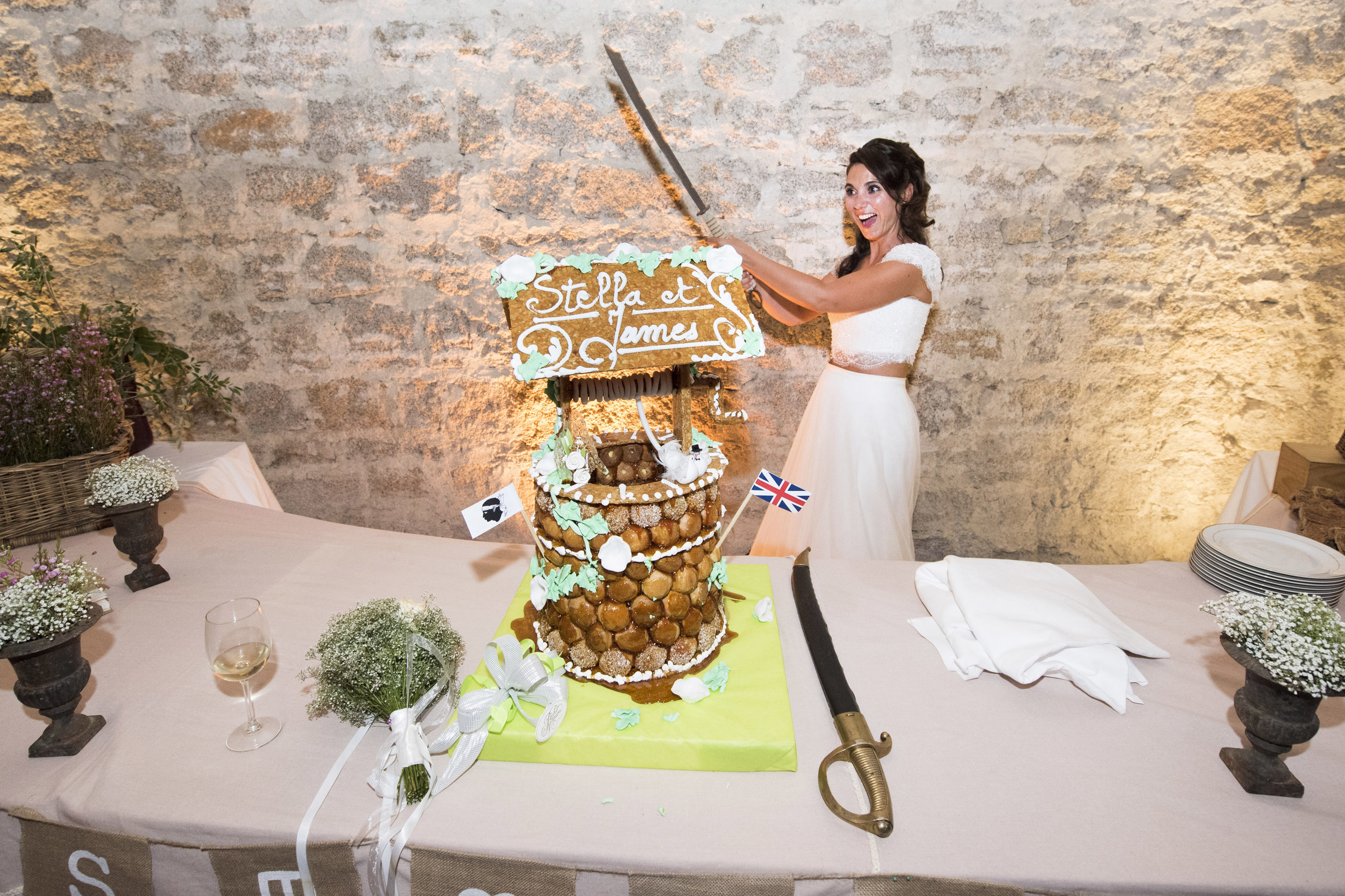 cutting-the-cake-corsican-style_001.jpg