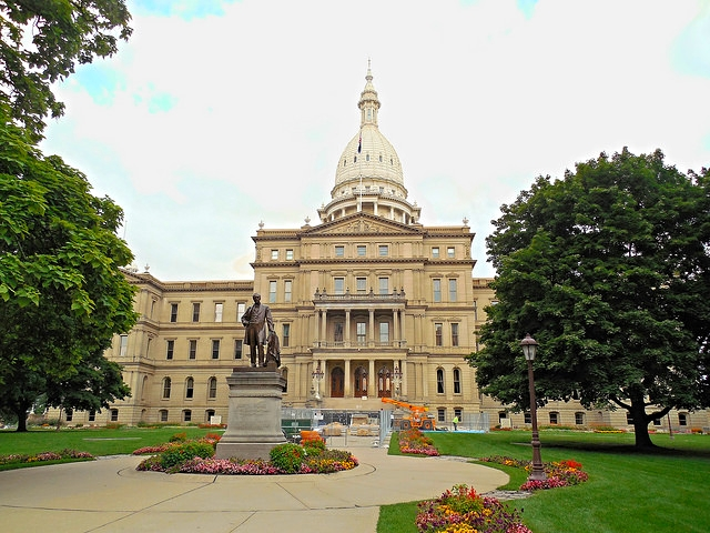 Michigan State Bills for Public Sale of Self-Drive Cars