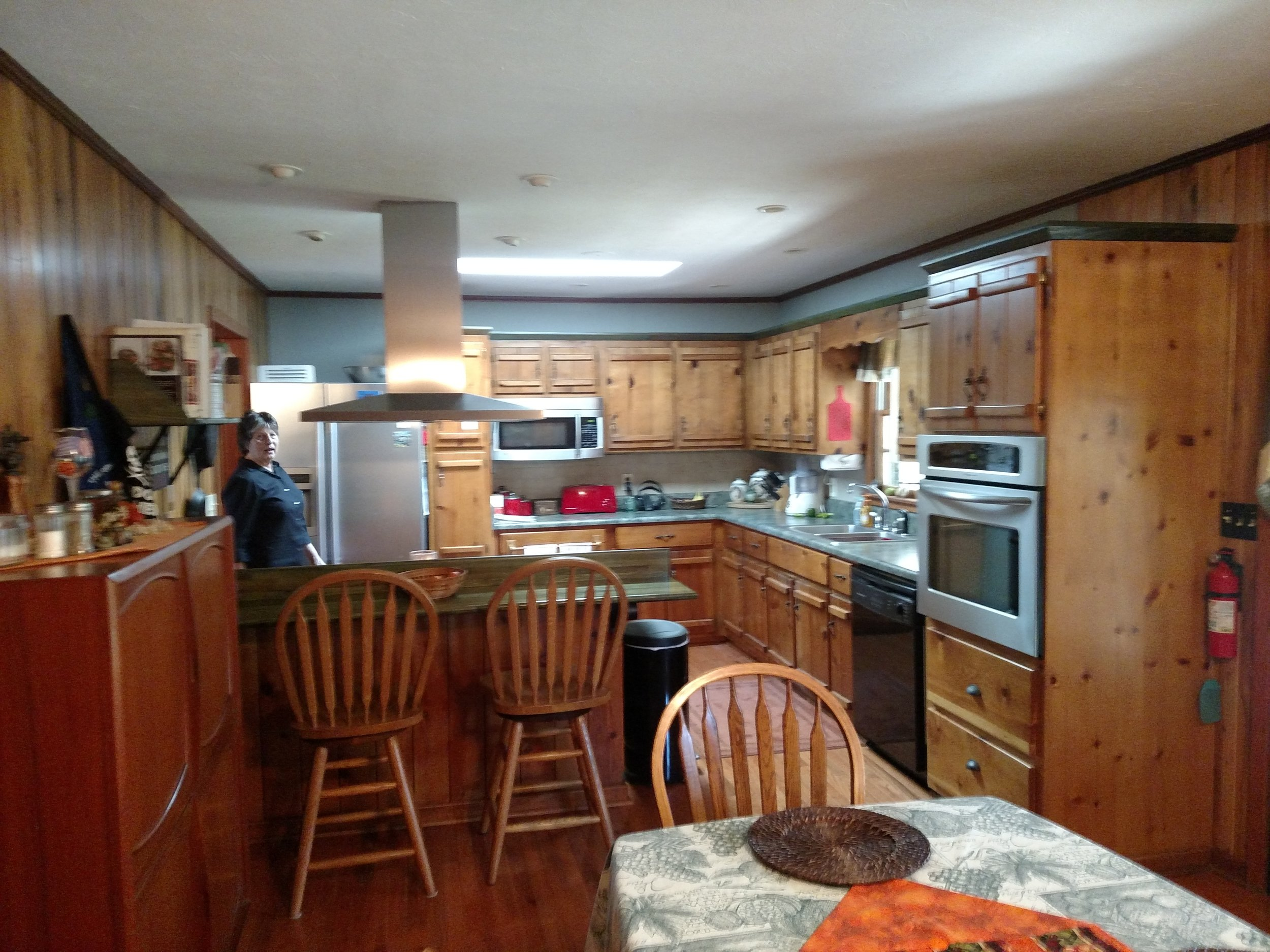 6 DINING ROOM VIEW TO KITCHEN.jpg