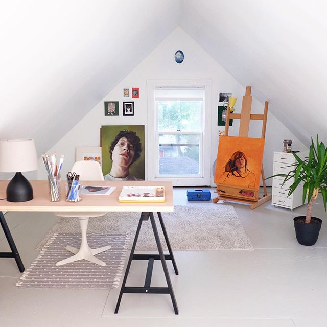 This is my new little attic art studio! When we moved in it was fully carpeted but Spencer helped me rip it out and paint the floor with porch enamel. There was a picture of it in my story but I promised myself I would have something new on my easel before making a post, hopefully more paintings to follow... #studioscenes