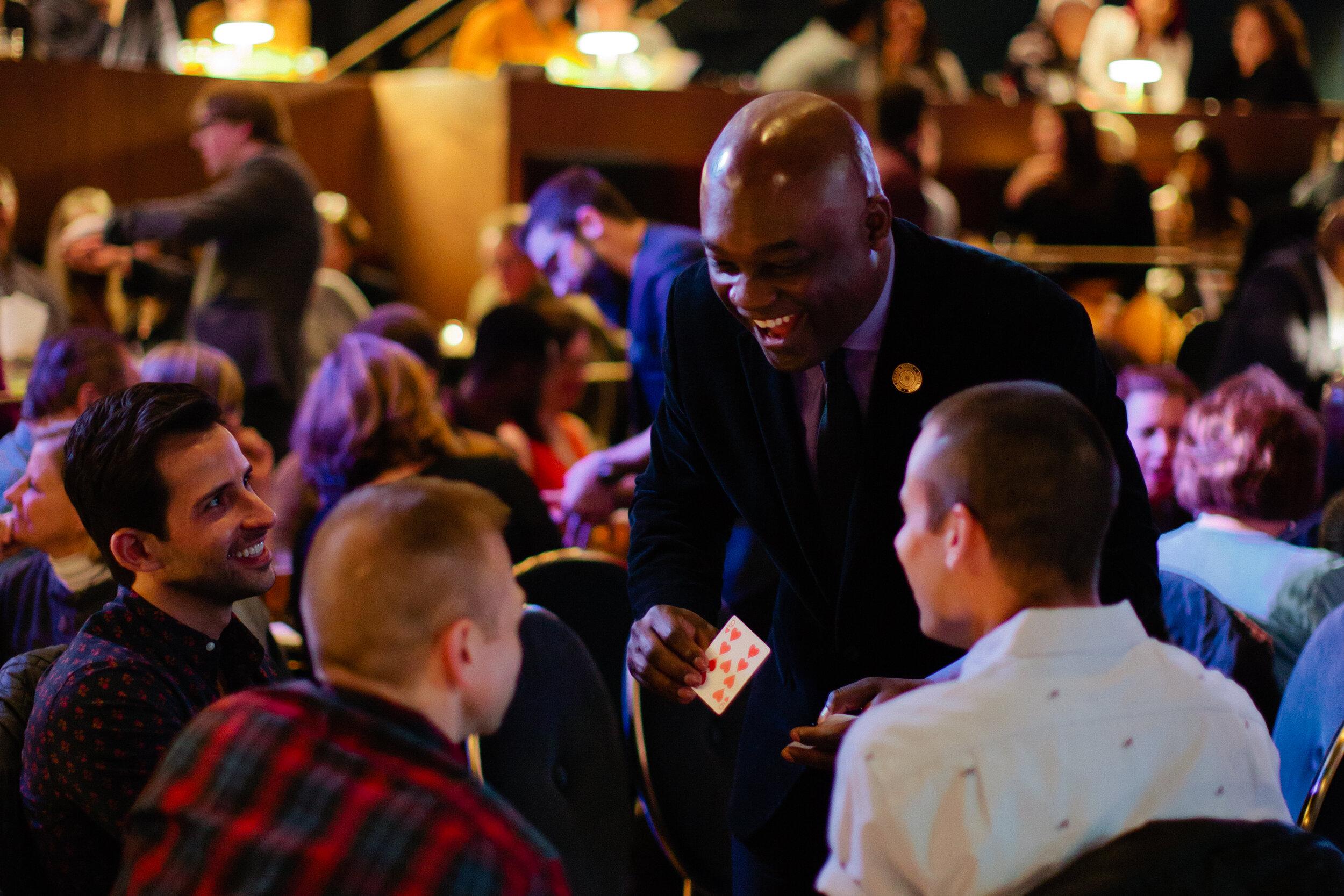 BenjaminBarnes_Chicago_Magic_Lounge_table_magic.JPG