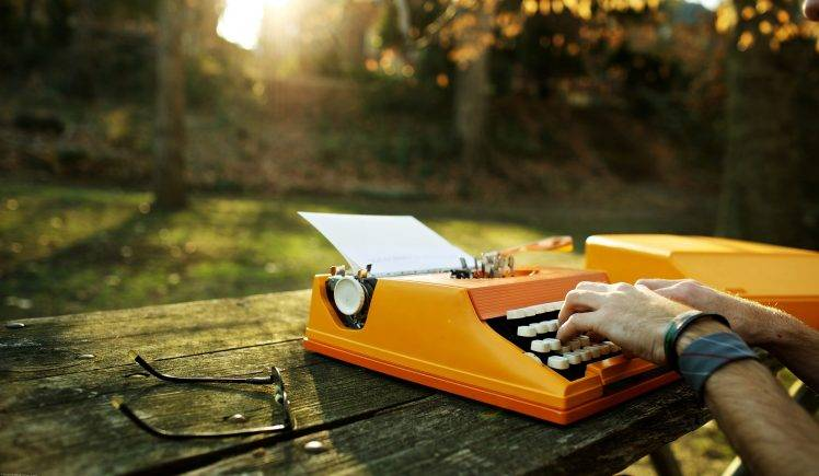 Orange-typewriter-748x435.jpg