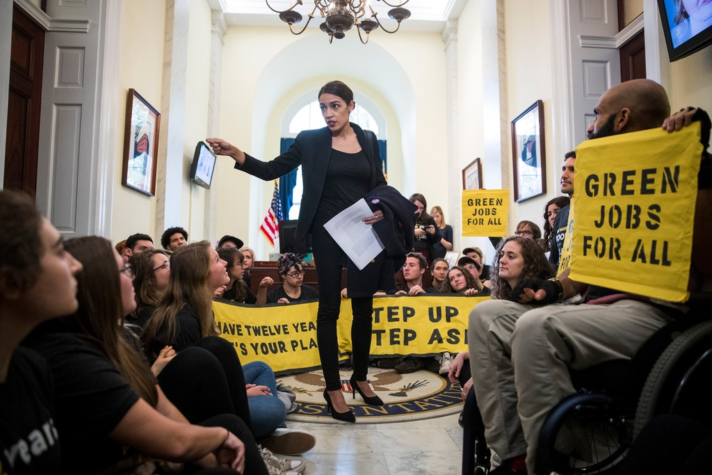Alexandria Ocasio-Cortez speaks to activists with the Sunrise Movement protesting in the offices of House Minority Leader Nancy Pelosi in Washington D.C., on Nov. 13, 2018.   Photo : Sarah Silbiger/The New York Times via Redux