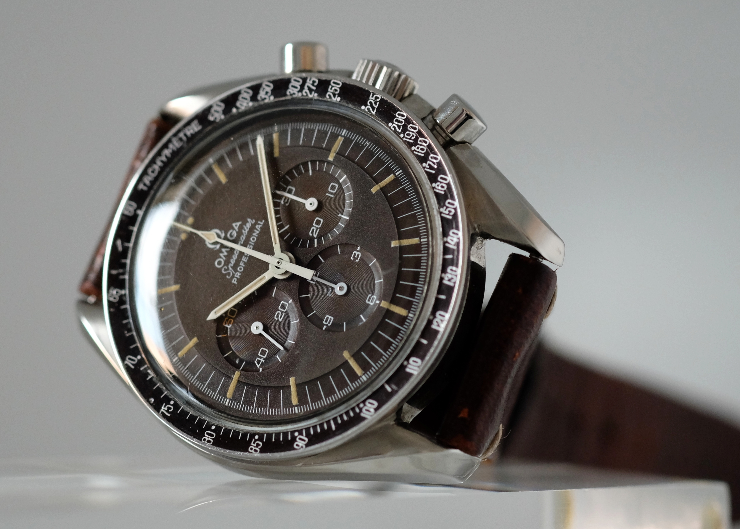 omega-speedmaster-tropical.jpg