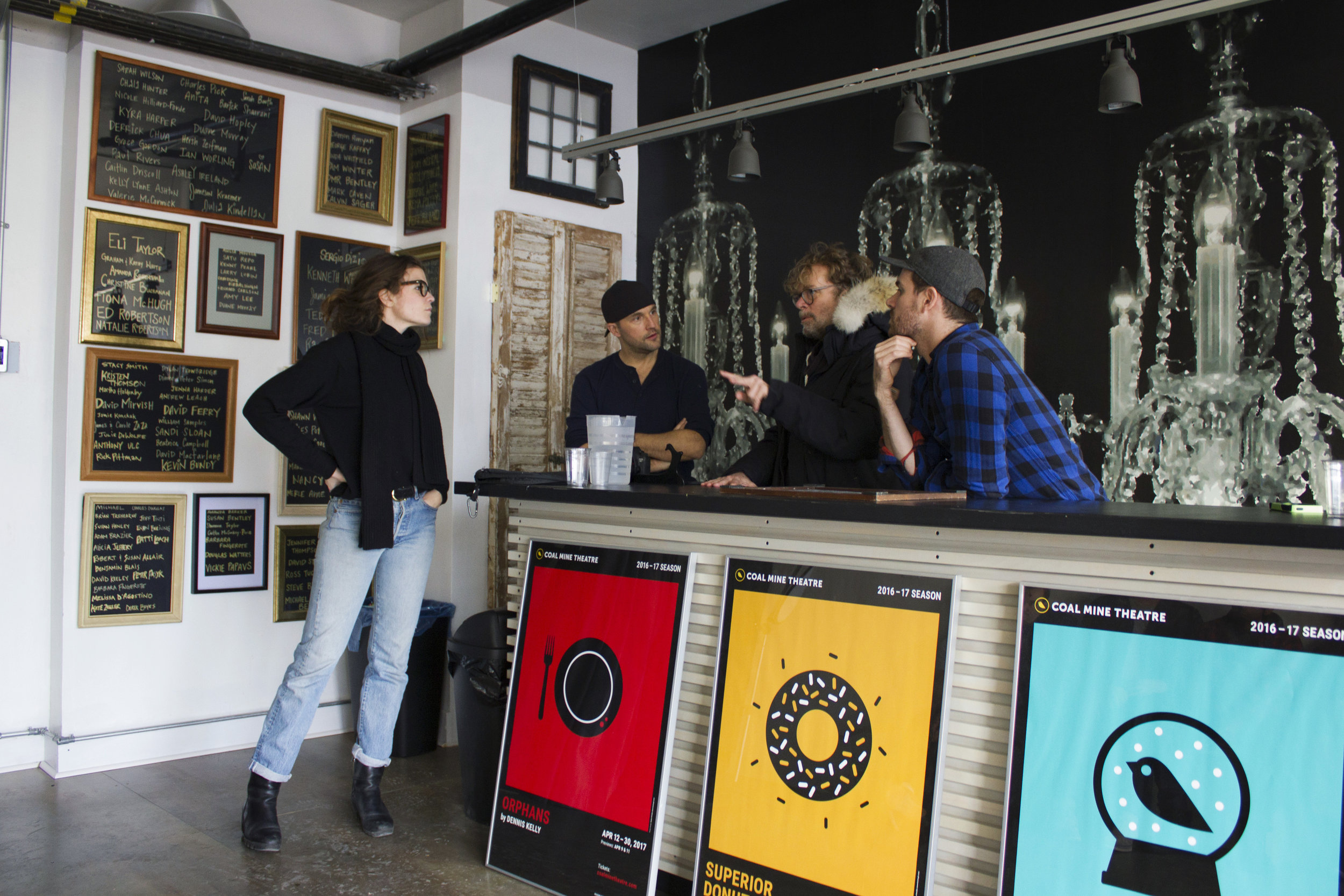 DIANA BENTLEY, SHAUN BENSON, TED DYKSTRA, and CHRIS HAYES on set