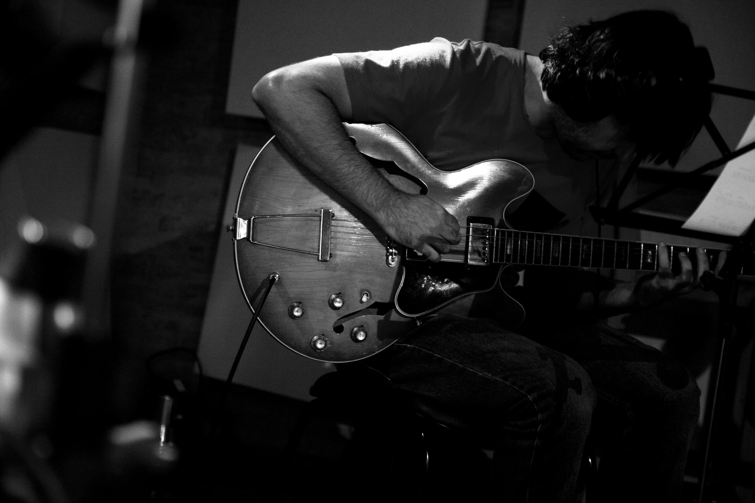 21_Guitar_1_BW_53.jpg