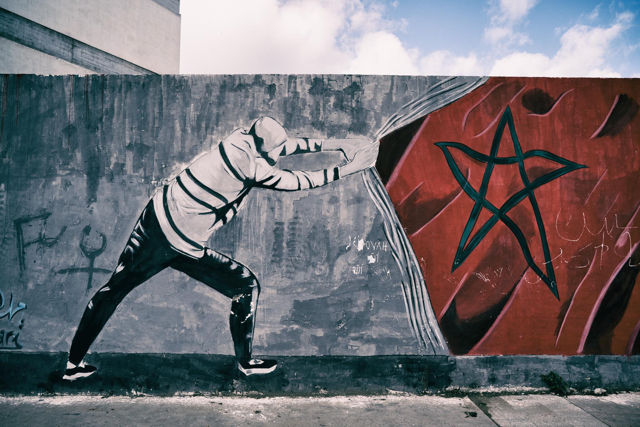 Moroccan flag street art in Casablanca. f./4.0, shutter 1/640th, ISO 100.