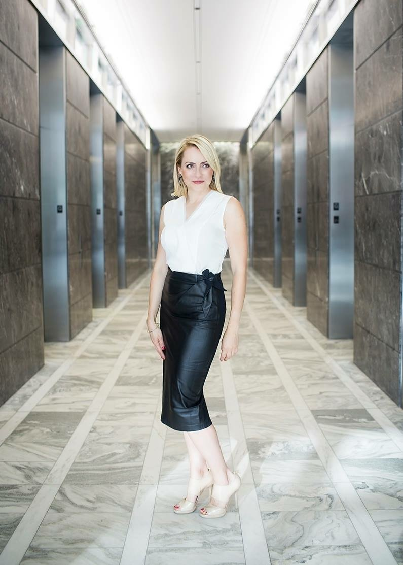 Follow her on Instagram:  izabelaslomarealtor      Stay Stylish Chicago,     Katie