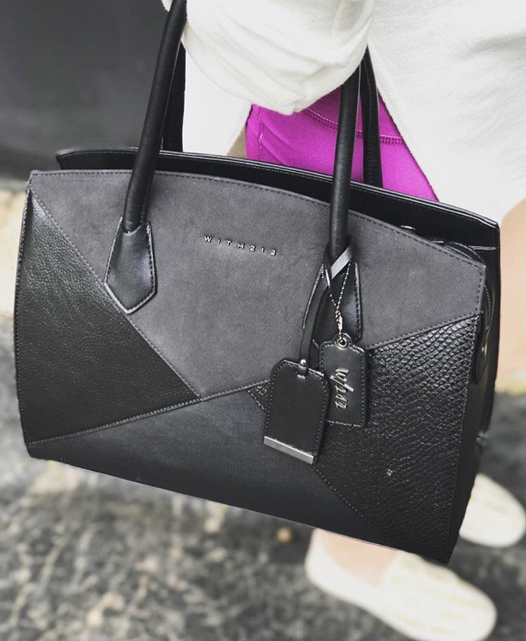 Who doesn't love getting a new bag every month?! Loving    Ivory Clasp    because for just $45/month they send me a handbag catered to my personal style with free shipping and free returns! Sign up now to start accessorizing!