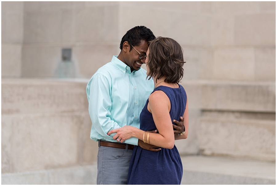 downtown-indianapolis-engagement-photographers_1145.jpg