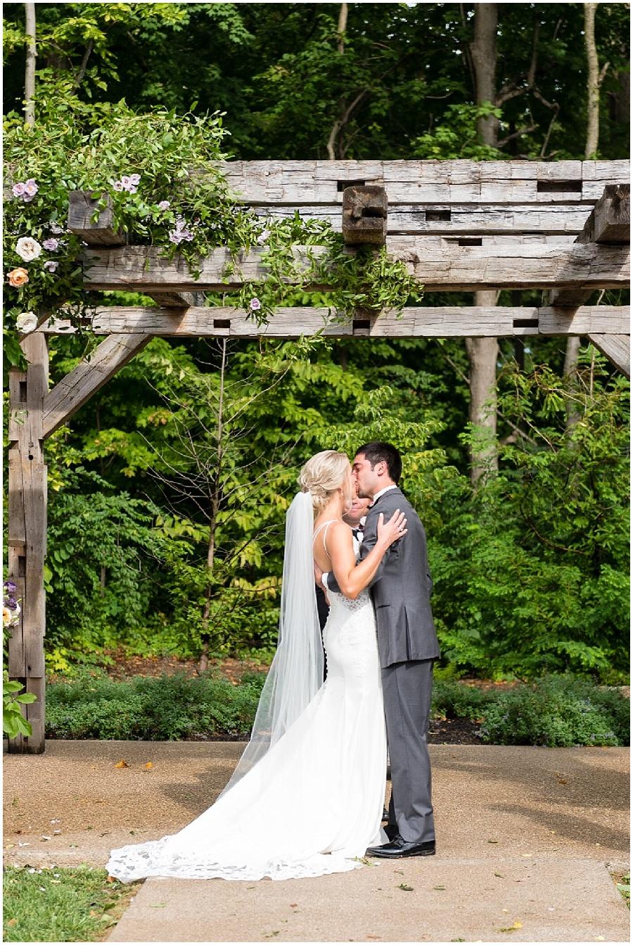 barn-at-bay-horse-wedding-indianapolis-photographers_3589.jpg