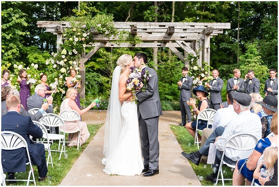barn-at-bay-horse-wedding-indianapolis-photographers_3592.jpg