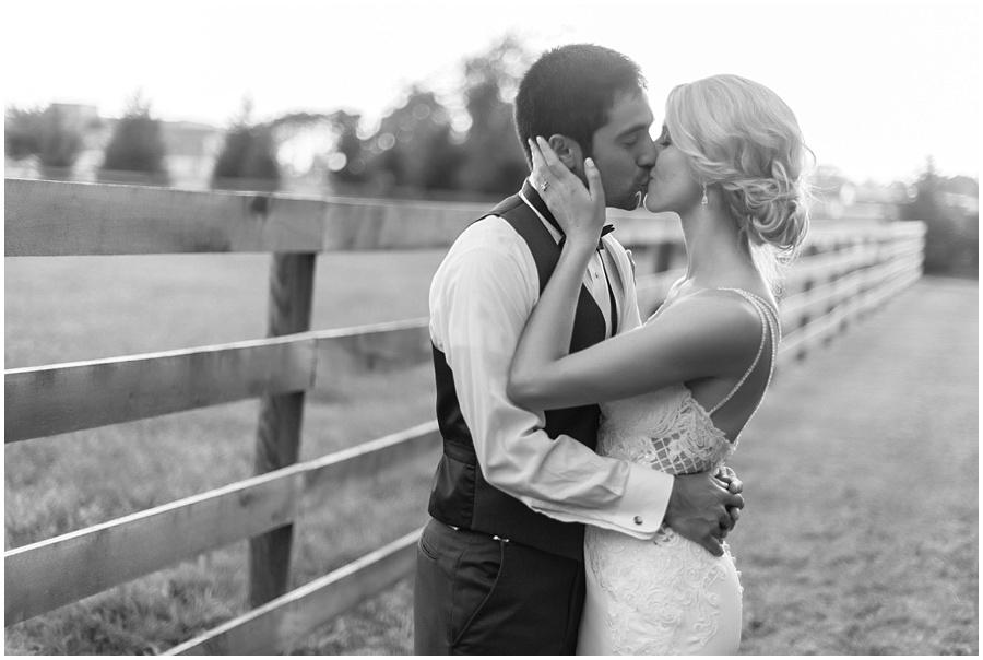barn-at-bay-horse-wedding-indianapolis-photographers_3626.jpg