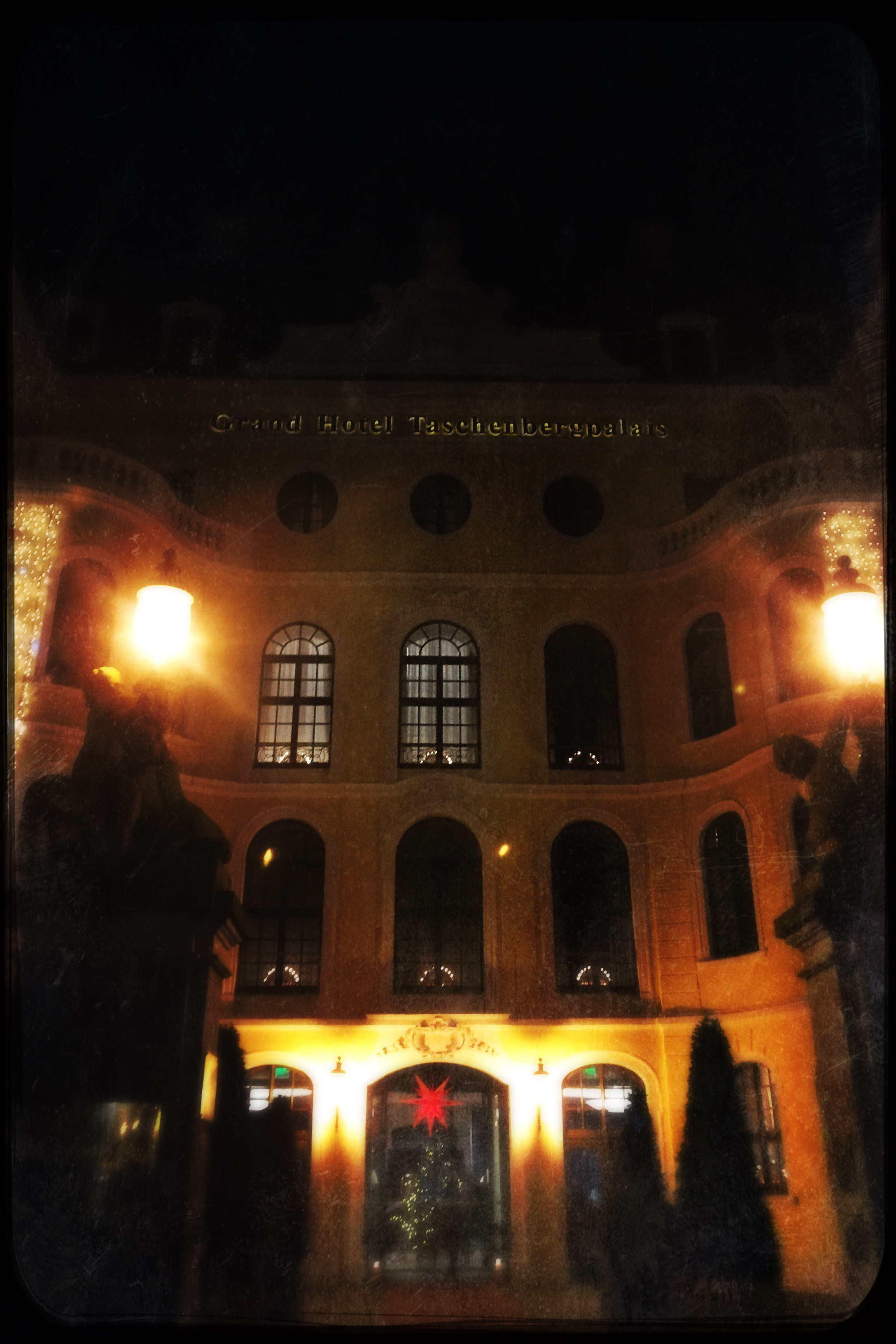 First views of the Taschenbergpalais Hotel