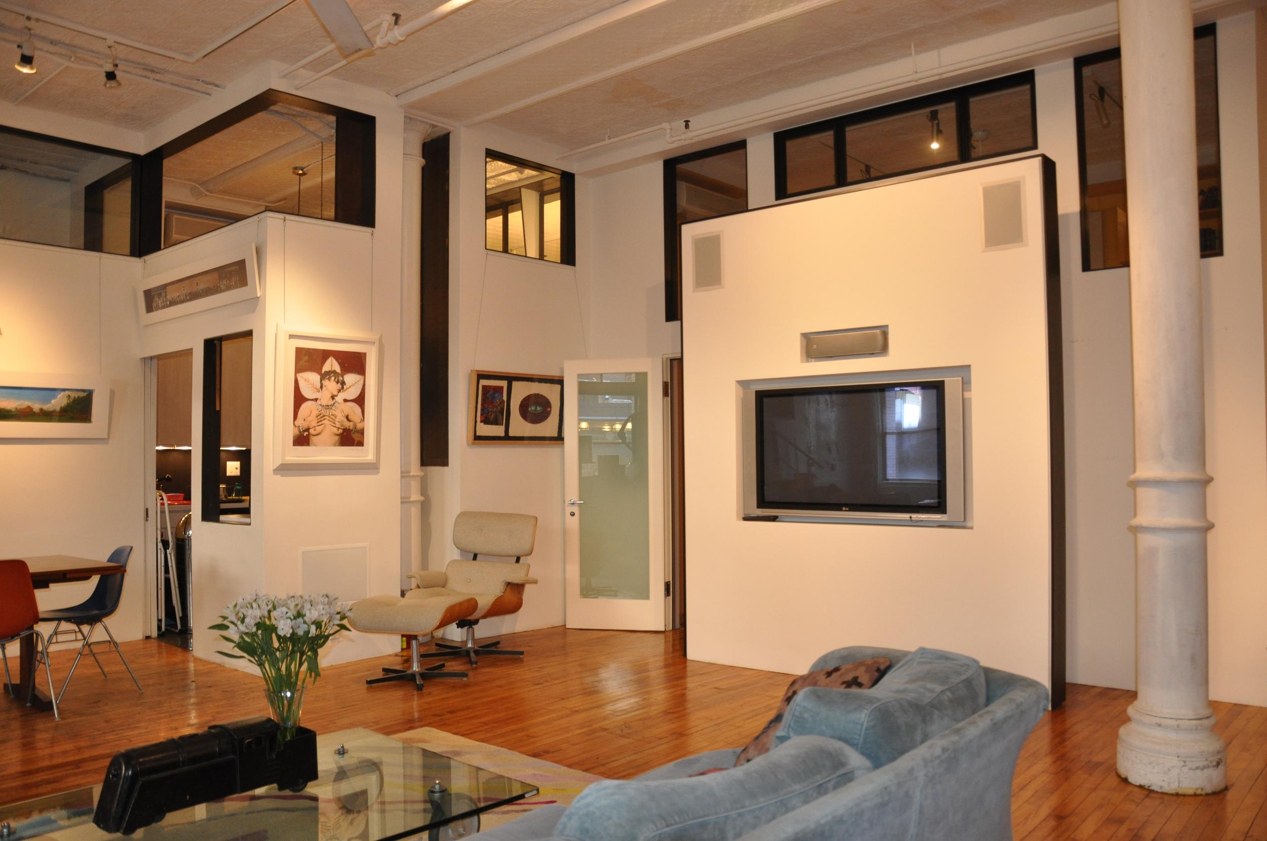Good shot of Living room.JPG
