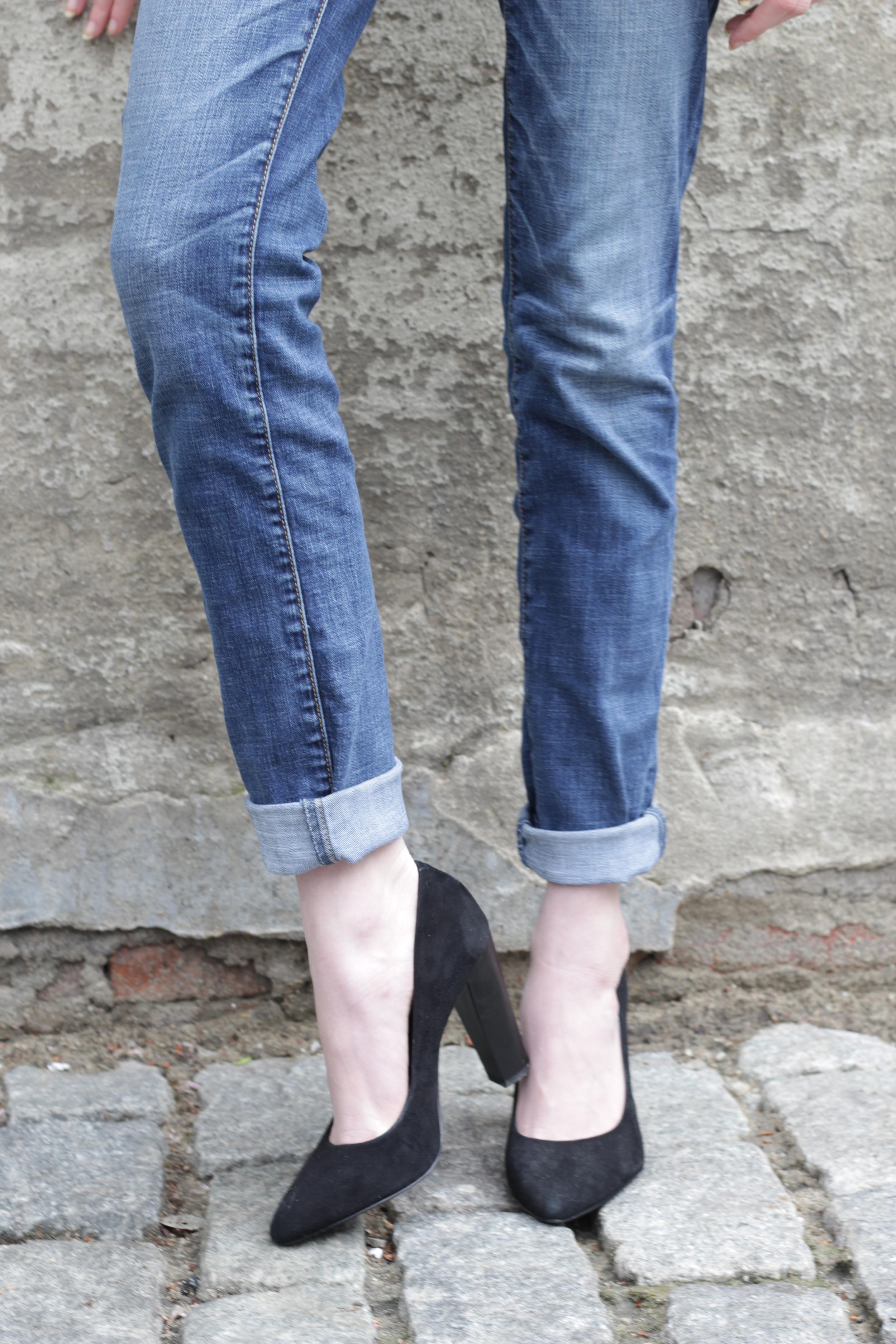 BCBG black pointed toe pumps, american eagle jeans