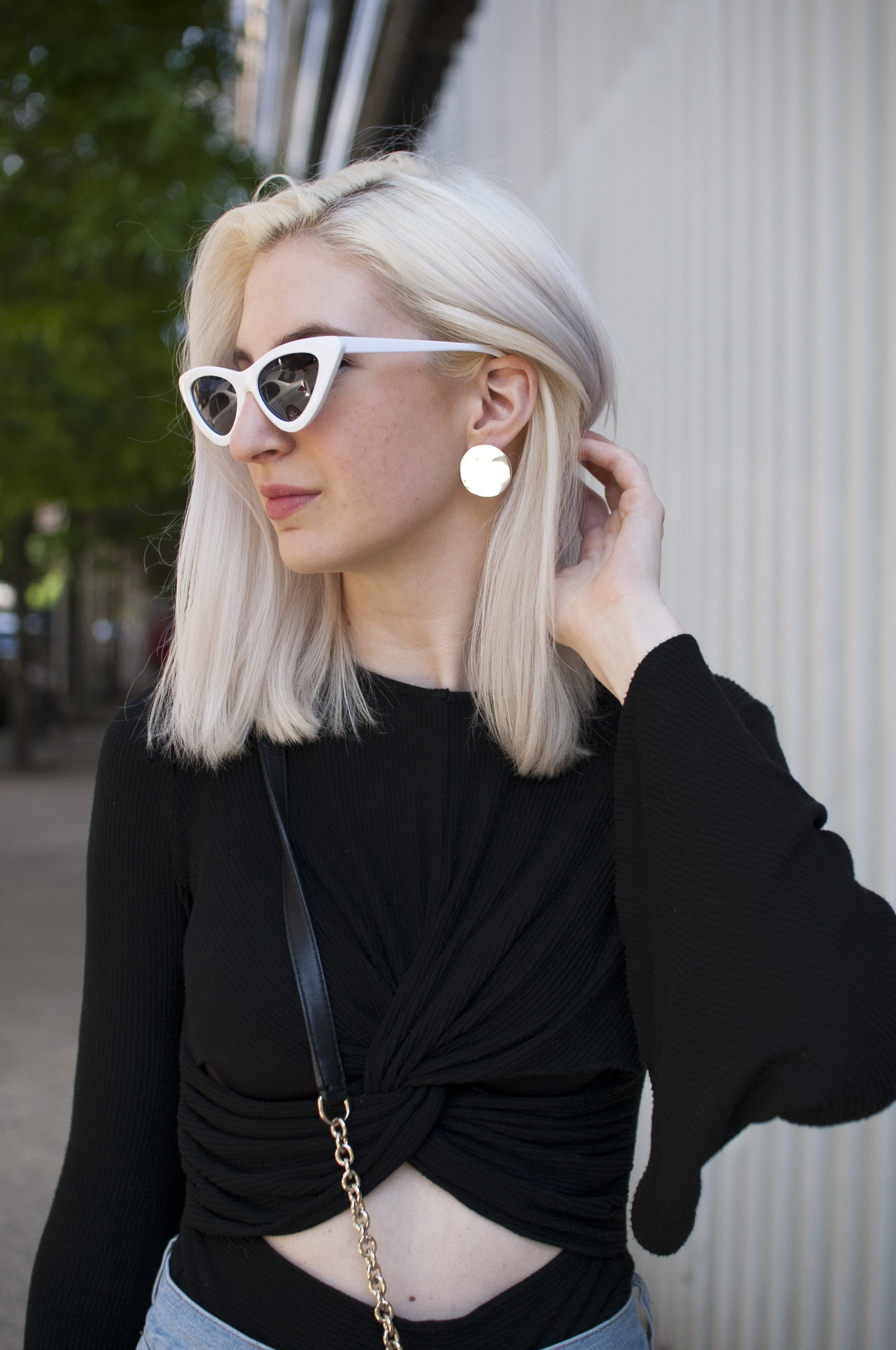 mom jeans outfit, boyfriend jeans outfit, cushnie et ochs, bell sleeve top, block heel mules, heeled mule sandals, cat eye sunglasses, white sunglasses, summer outfit inspiration, audra koch