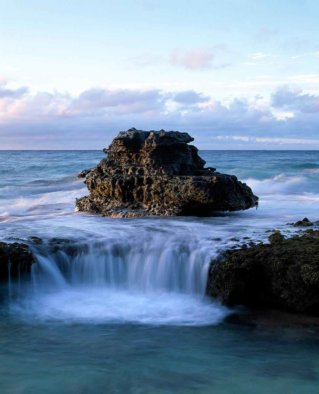 Rock waterfall : Oahu