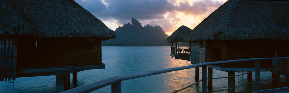 Bungalows at Sunset : Bora Bora