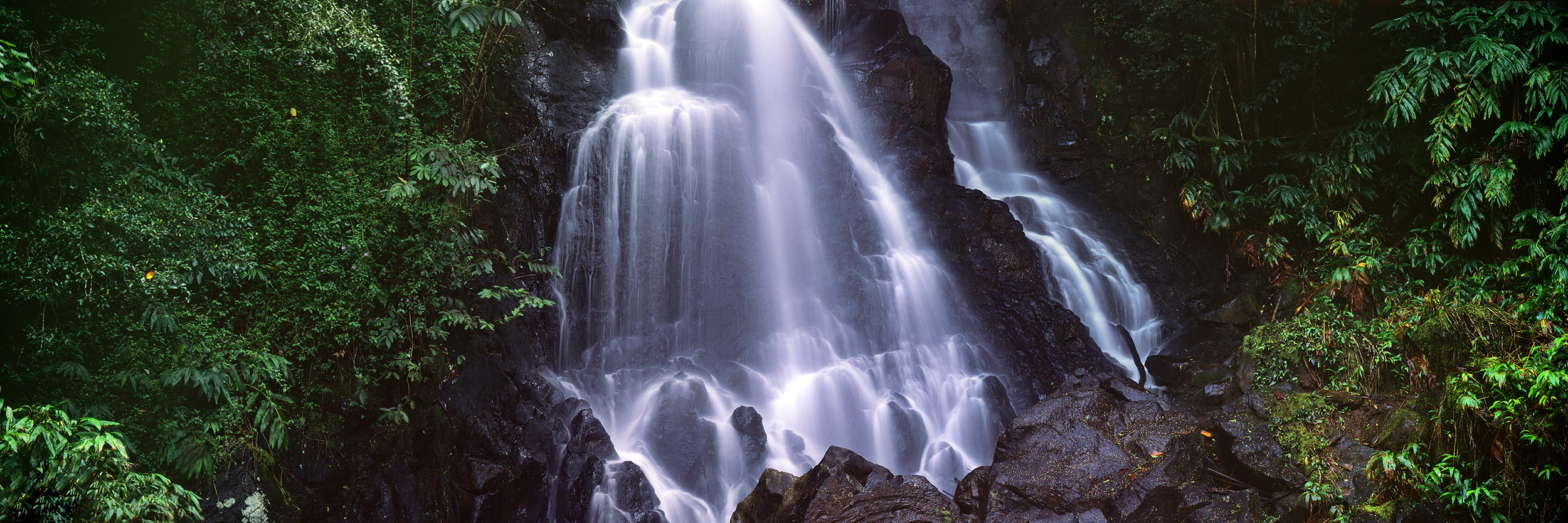 Secluded Waterfall in Central Oahu : Oahu