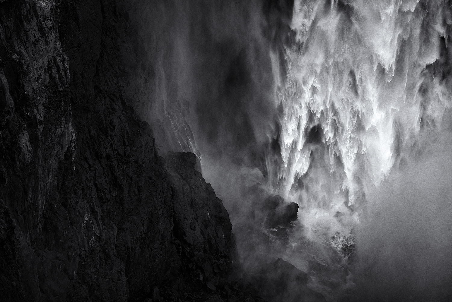 Copy of Snoqualmie Falls pulled back, Washington 2015