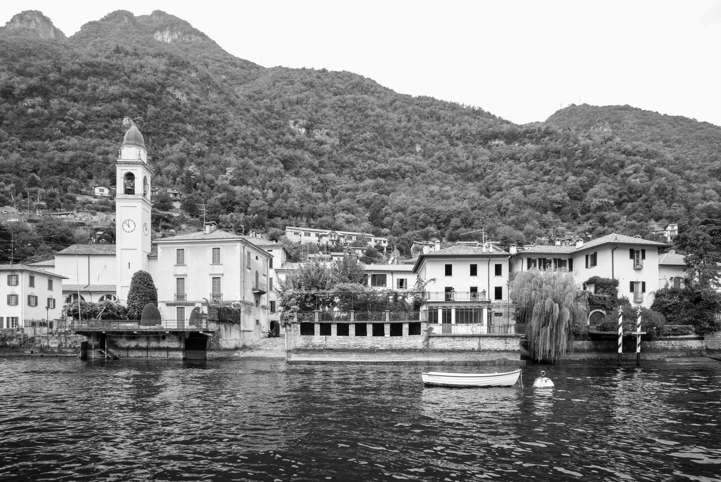 Villas along Lake Como    Leica Monochrom 1/750s F16 ISO1600