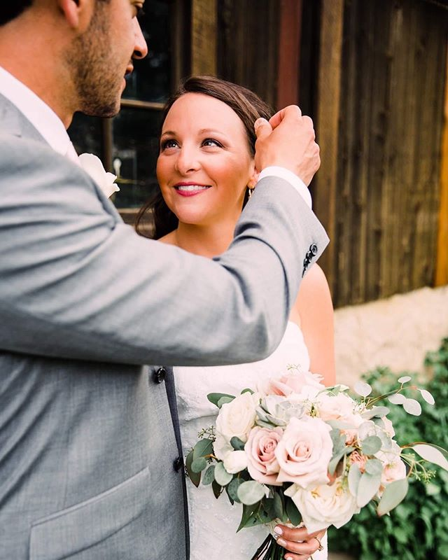 Monday's tip: Find yourself a husband who fixes your hair like this 😍😍 . #husbandsneedlovetoo #showyourgroomersomelove  #michiganweddings  #michiganweddingphotographer  #mistyfarms  #brides #brideinspo #junebugweddings #theknot #lookslikefilm #mastinlabs  #detroitweddingphotographer