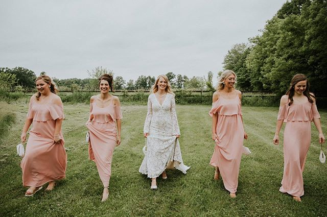 #girlsquad on point. . LOVE the vintage bags they each carried. These little details that make each wedding unique makes my heart sing! . . #brideinspo #bridalinspiration  #brides #theknot #theknotdetroit #junebugweddings  #michiganbrides  #michiganbride #michiganweddingphotographer #detroitweddings  #detroitweddingphotographer