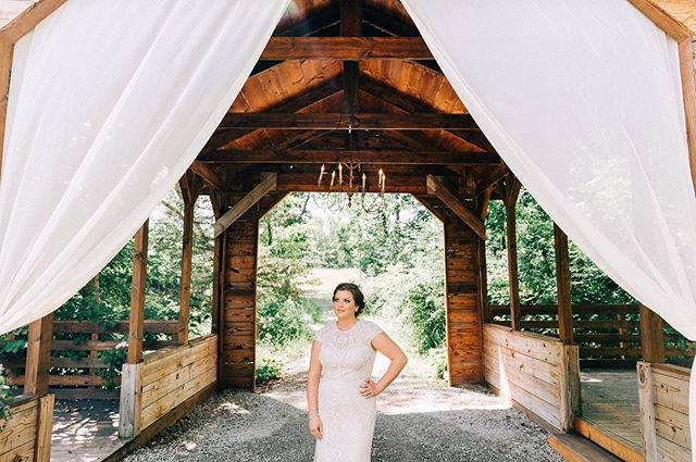 Location matters SO much! Find a place that meets your style and vision. I can't even put into words how beautiful @valeroyalbarn is! Rustic, elegant, and just simply beautiful! @kaitlyngekiere was the PERFECT bride for this venue! Don't you agree?! . . #junebugweddings  #theknot #brides #michiganbride #theknotmichigan  #bridalinspo  #metrodetroitwedding #metrodetroitweddingphotographer
