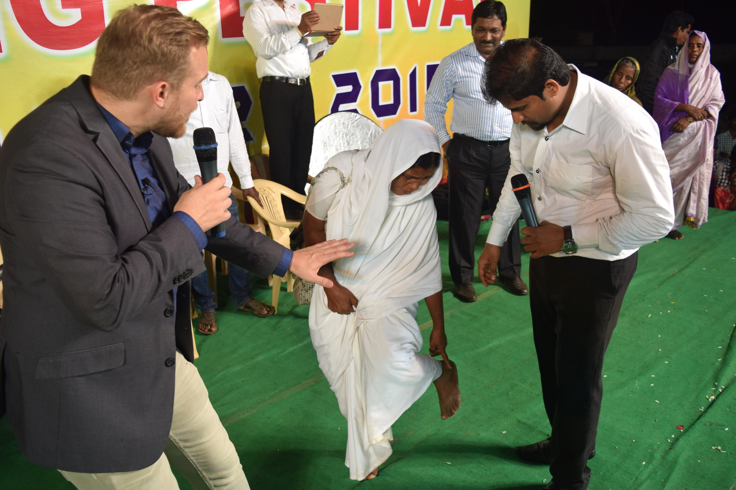 Jesus healed this woman's broken leg and now all the pain is gone!