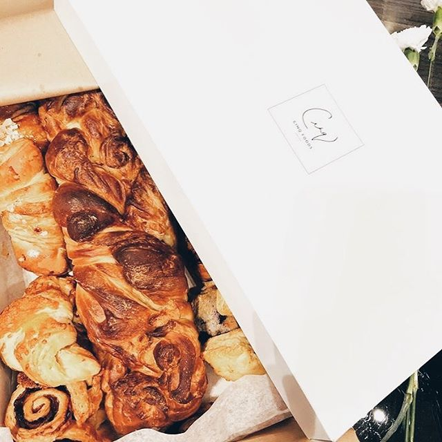 A custom box of our freshly baked bread, danishes & croissants. 🥐 Thanks for sharing @salsabee! . . . . #cinq #cinqfoods #bakedbread #bakedgoods #danish #croissants #cinqfoodscatering #toronto #torontofood #torontoeats #tofood #foodto #foodtoronto #eventcatering #eventcaterers #torontocaterers #catererstoronto #cateringto #cateringtoronto #foodieto #tofoodie #torontofoodie #instafood #blogto