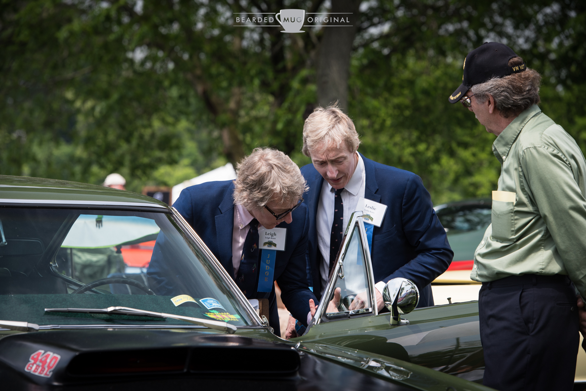 Judges Leigh and Leslie Keno presumably have a closer inspection of the vent window seals on Al Roskosky's 1969 Plymouth Road Runner.