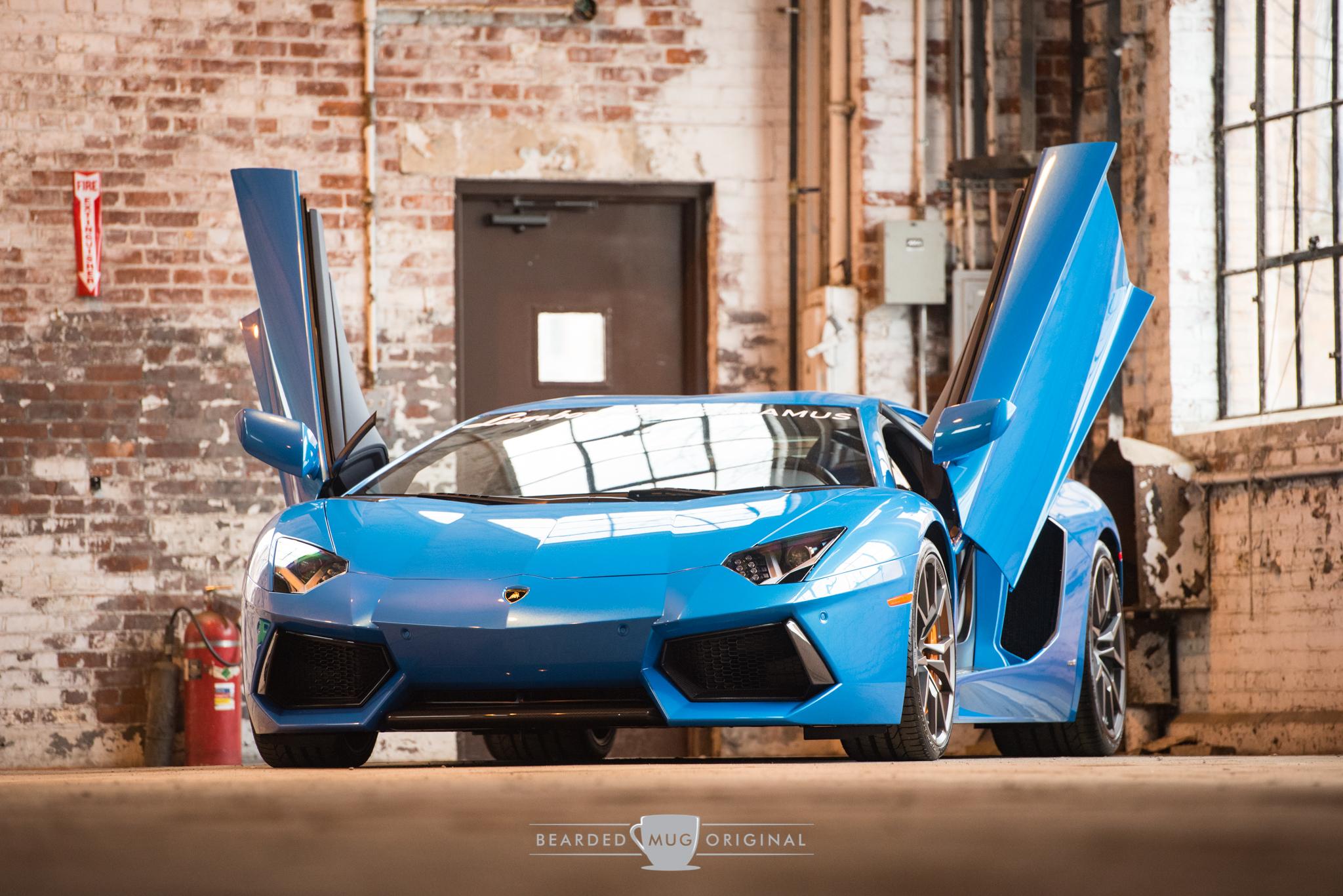 The Lamborghini Aventador knows how to pose for the camera.