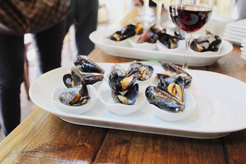 mussels, white wine, garlic, parsley, cream
