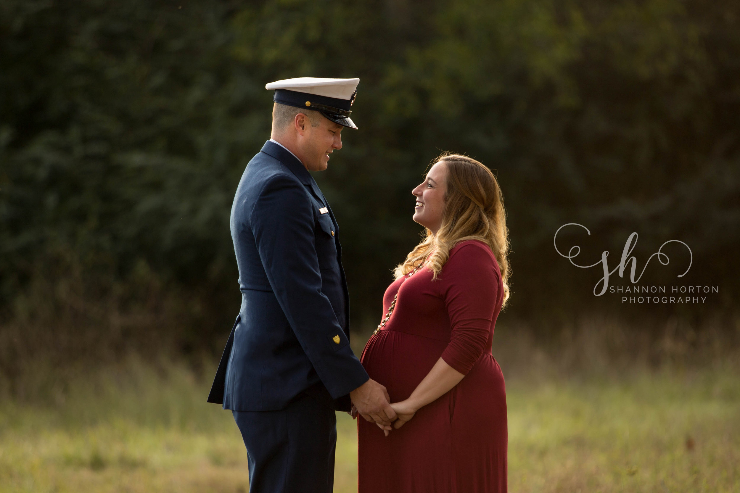 military-husband-and-expectant-wife