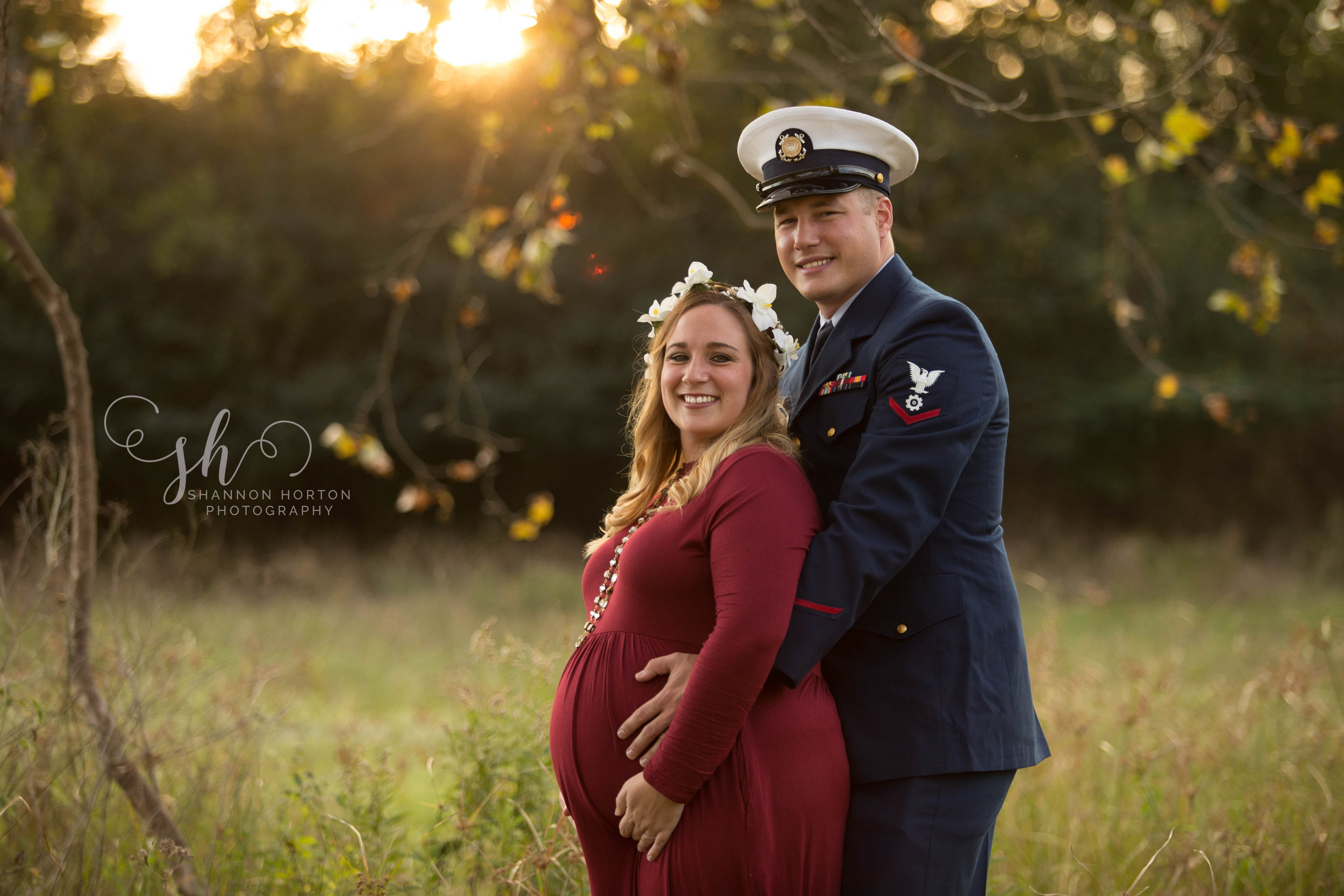 military-father-and-pregnant-wife