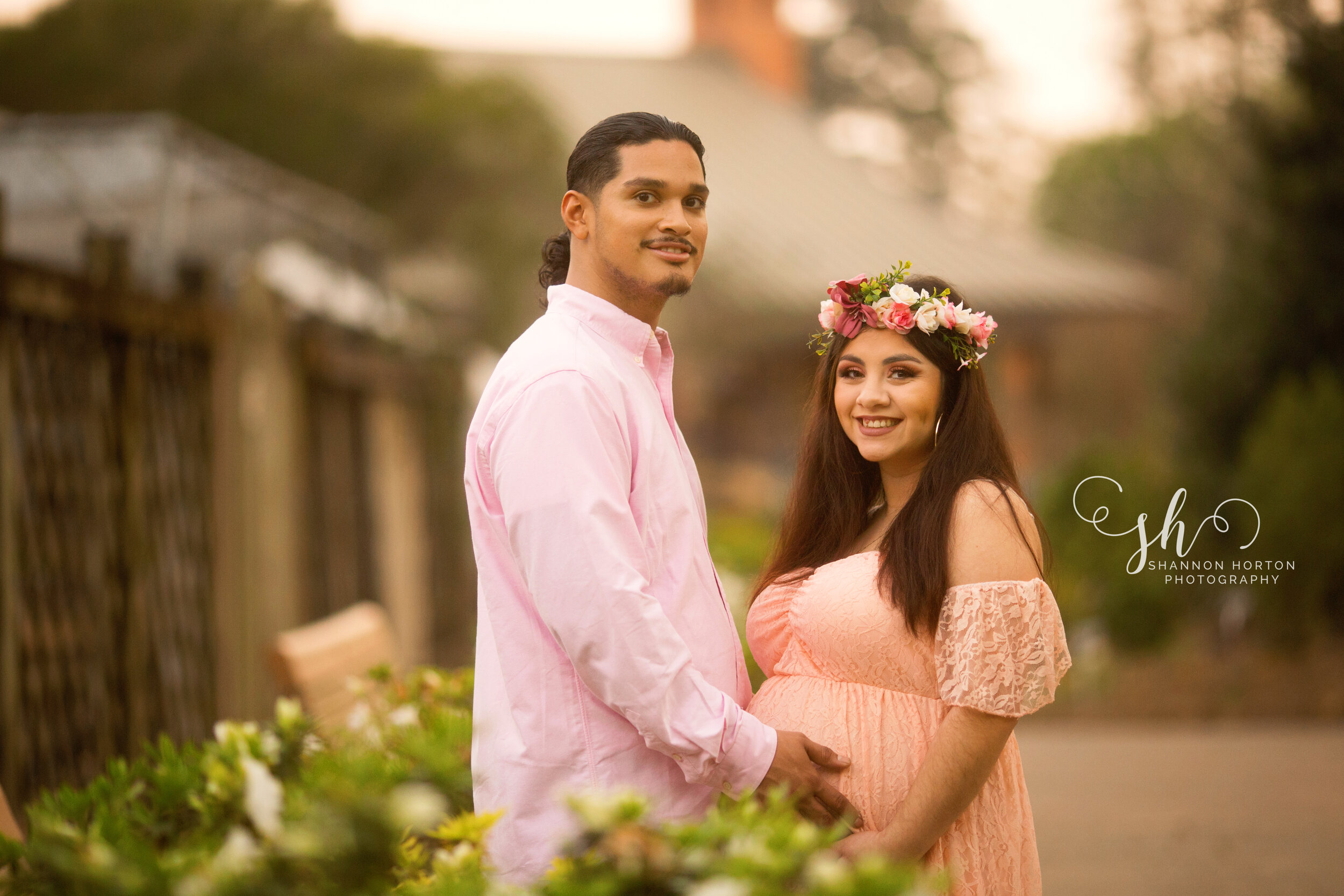 pregnant-couple-facing-each-other
