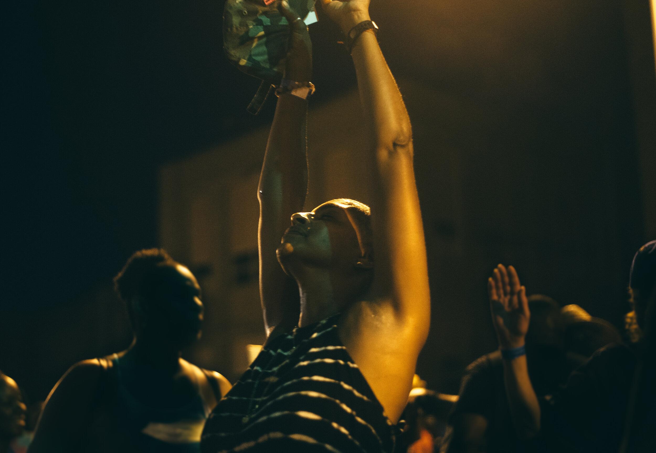 The 3YB House Fest attendees dance to DJ Torin Edmond.