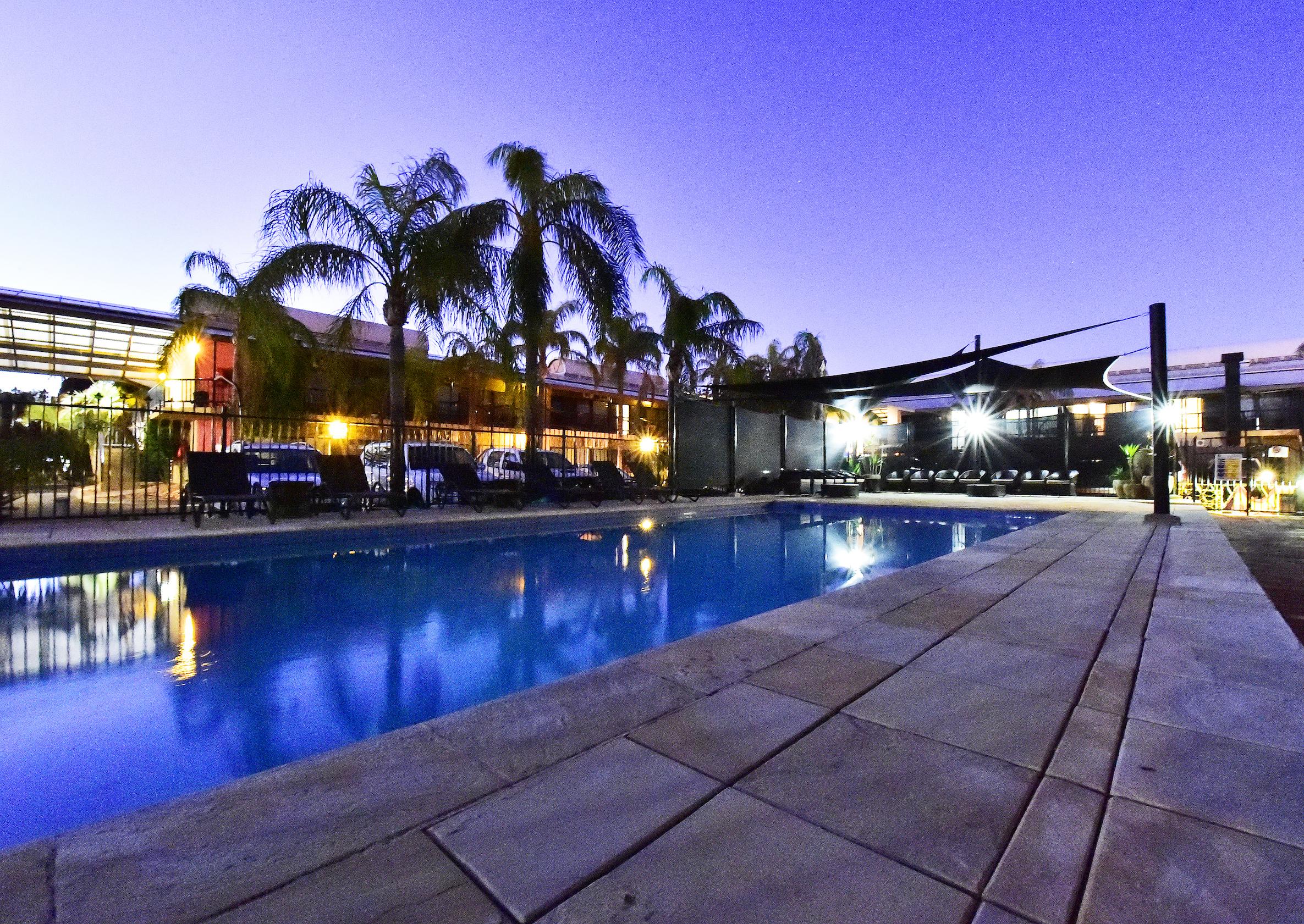 Diplomat-alice-springs-pool.jpg