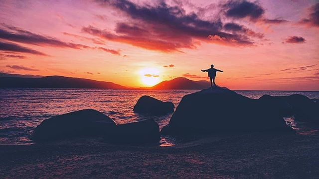DAMN! 🌅 Who knew a sunset could look this good? Oh, we certainly did 😉 Just another #sunsetsunday on #fitzroyisland!⠀⠀⠀⠀⠀⠀⠀⠀⠀ 📸 @earthbound.images, epic shot!⠀⠀⠀⠀⠀⠀⠀⠀⠀ ⠀⠀⠀⠀⠀⠀⠀⠀⠀ ⠀⠀⠀⠀⠀⠀⠀⠀⠀ ⠀⠀⠀⠀⠀⠀⠀⠀⠀ ⠀⠀⠀⠀⠀⠀⠀⠀⠀ ⠀⠀⠀⠀⠀⠀⠀⠀⠀ ⠀⠀⠀⠀⠀⠀⠀⠀⠀ #thisisqueensland #exploretnq #queensland #seeaustralia #australia #tropicalnorthqueensland #tnq #fnq #cairns #islands #tropicalparadise  #openmyworld #discoverqueensland #exploreaustralia #instatravel #beautifuldestinations #gbr  #natgeotravel #openmyworld #citizensgbr #win #competitiontime #wonderful_place #takemetoaustralia #exploringaustralia #ourlonelyplanet #ig_australia #australiasbestbeach