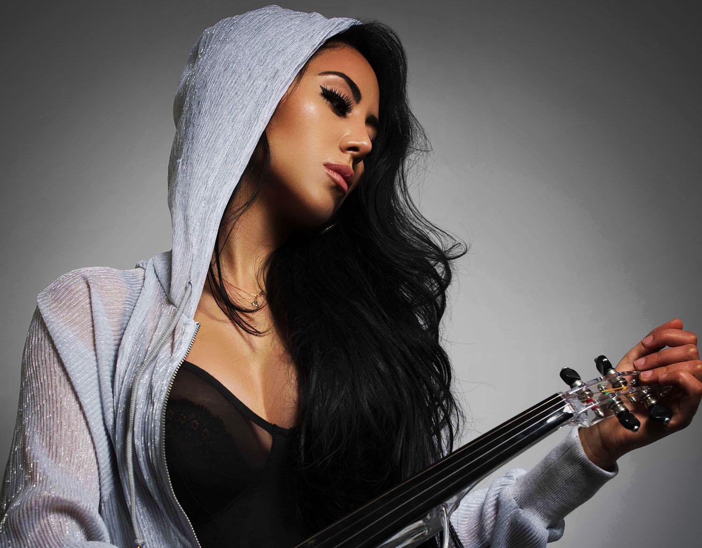 esther-hoodie-cropped-52blend-profile-1500-pix.jpg